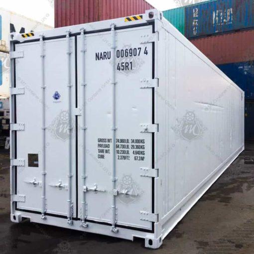 Weißer Kühlcontainer mit geschlossenen Türen.