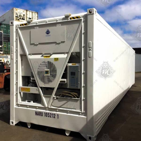 Weißer Kühlcontainer der Marke Thermo King.