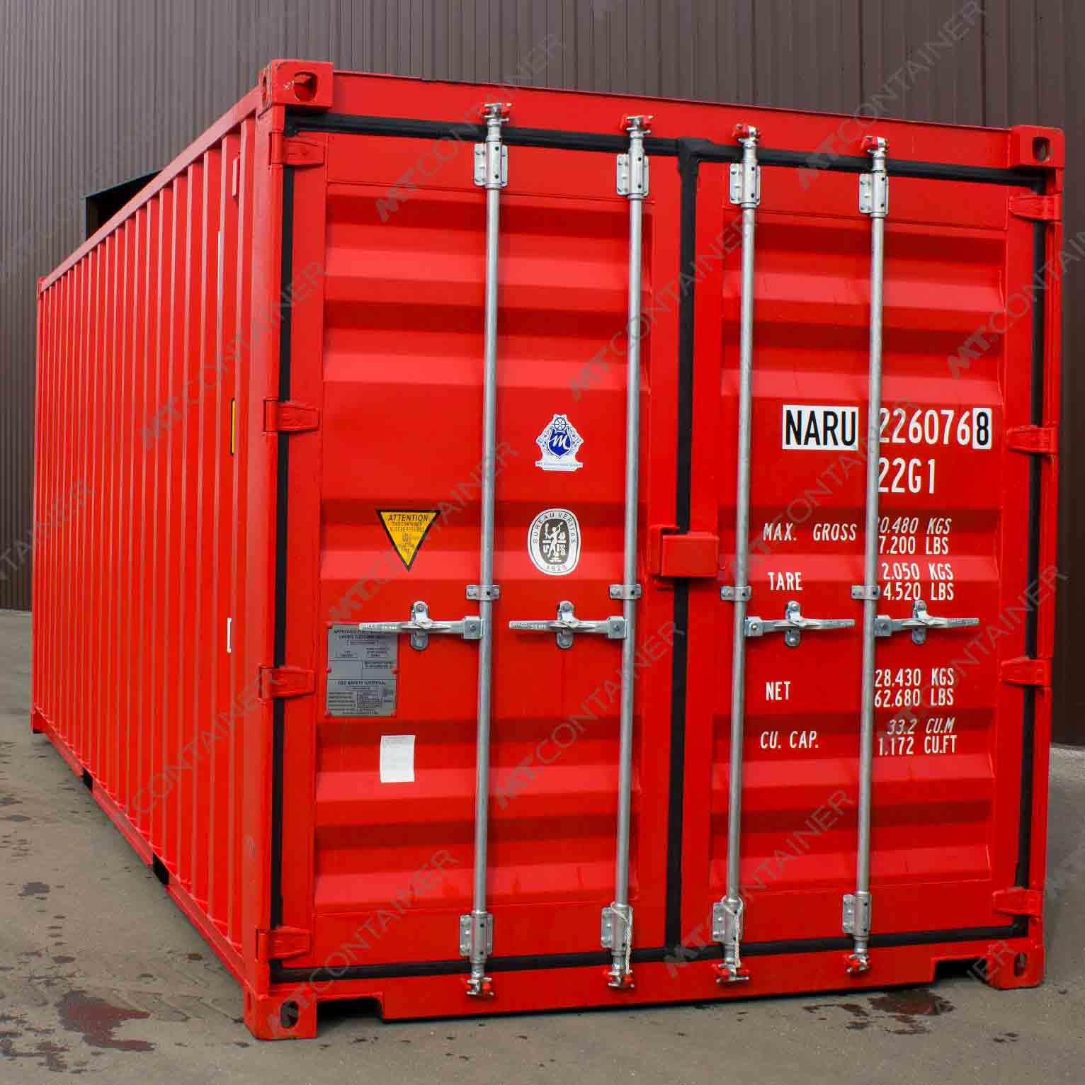 Ein roter 20 Fuss Seecontainer mit der Türseite nach vorne.