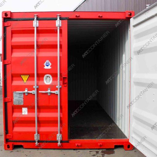 Ein roter 20 Fuss Seecontainer mit geöffneter Tü.